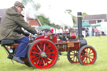 scale model steam traction engine